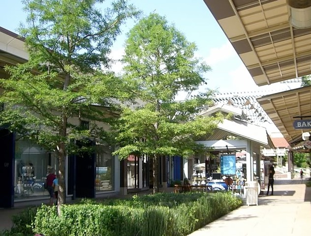 THE SHOPS OF LA CANTERA RAIN GARDEN, for J. Robert Anderson FASLA
